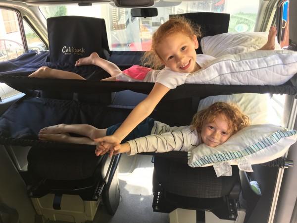 Cabbunk Kinderbett für Fahrerhaus mit Drehsitzen Ford Transit doppel