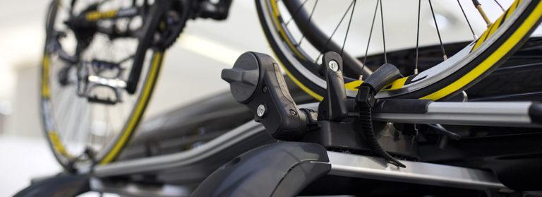 Fahrrad eingespannt auf einem Fahrradträger
